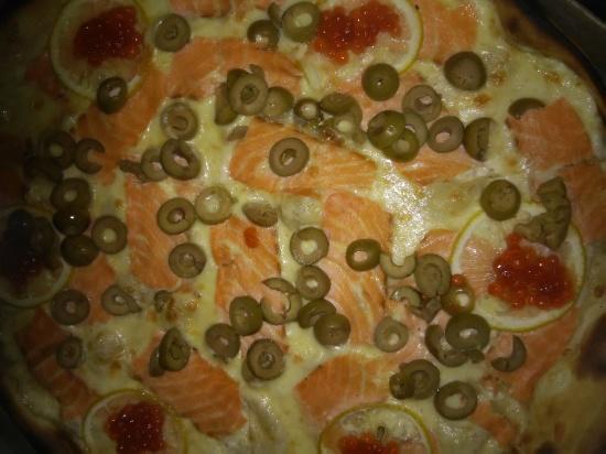 Пица с красной рыбой и икрой (Океан)
