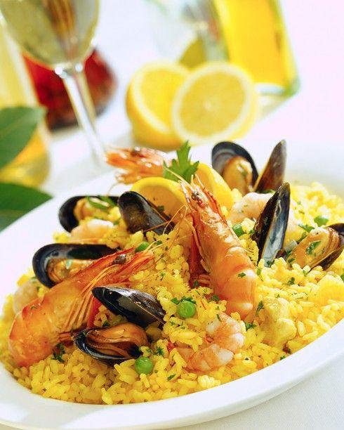 Паэлья с морепродуктами и рыбой / Рецепт с фото