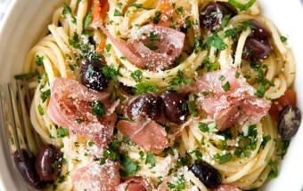 Спагетти с помидорами, оливками и прошутто./Рецепт с фото
