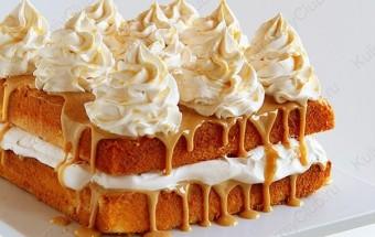 Карамельный торт с яблочными взбитыми сливками