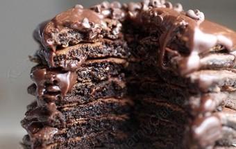Шоколадные пышные блины с шоколадными дропсами