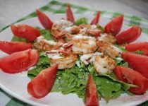 Салат с креветками очень простой и вкусный.