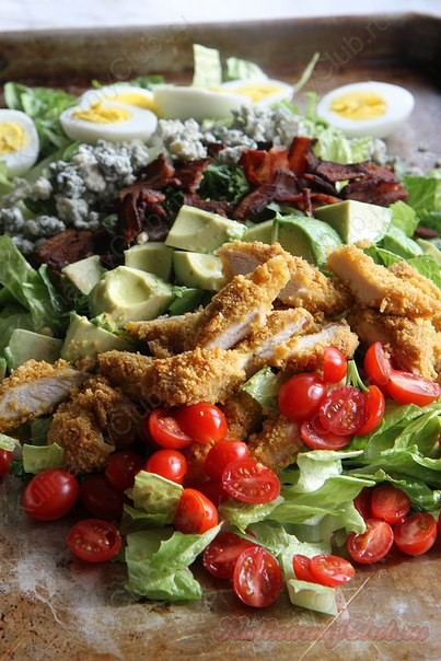 Салат с жареной курицей фото