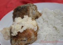 Креветочная рыба( Кин-клип) жареная в кунжуте под креветочным соусом.
