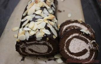 Шоколадный рулет с миндалём