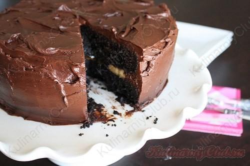 Шоколадный банановый торт с карамелизированнымибананами